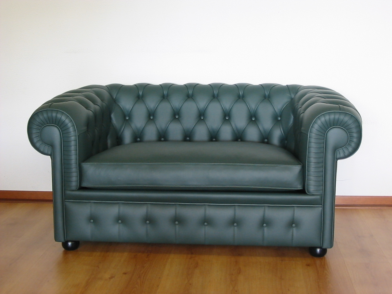 Casa immobiliare accessori divano letto chesterfield for Divano chesterfield