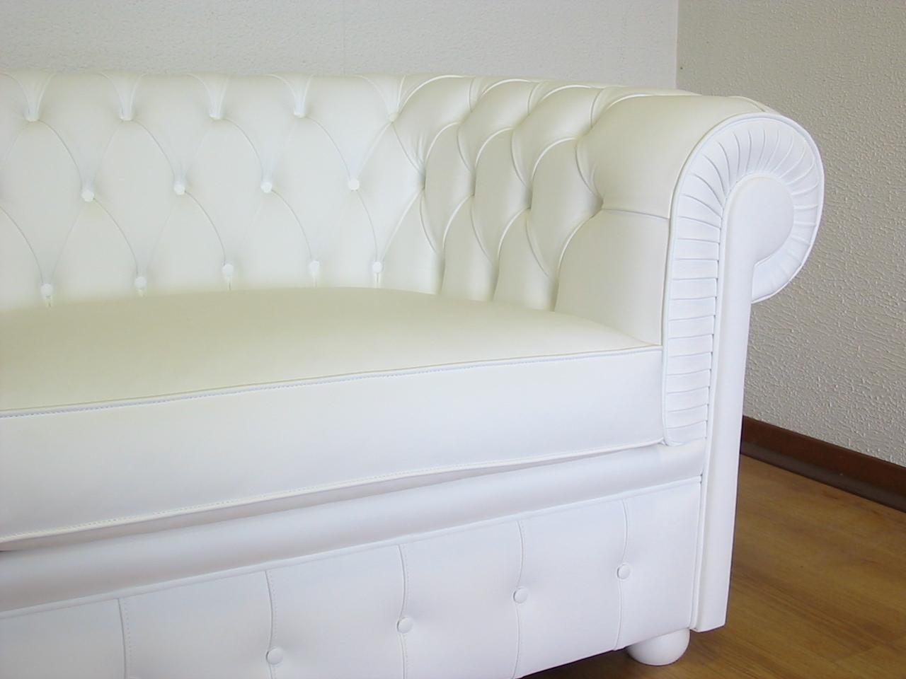 Divano Chesterfield bianco: per soggiorni classici e moderni