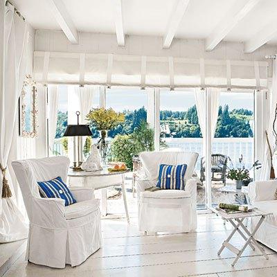 arredare la casa al mare - salotto veranda in stile coastal