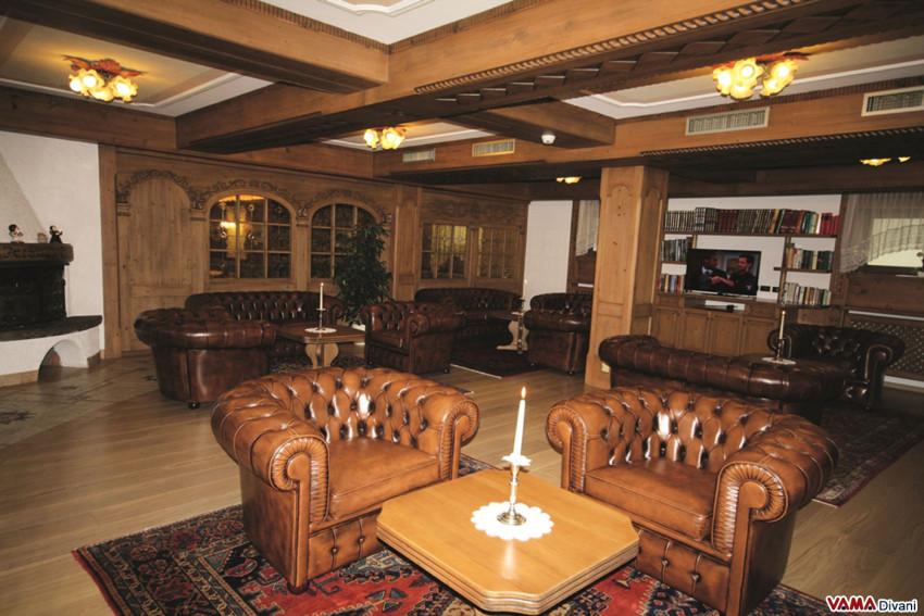 Il divano chesterfield un 39 ottima idea per gli hotel for Arredo hotel trento