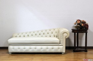 Chaise Longue Chesterfield in pelle bianca