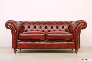 Speciale divano Chesterfield con braccioli larghi